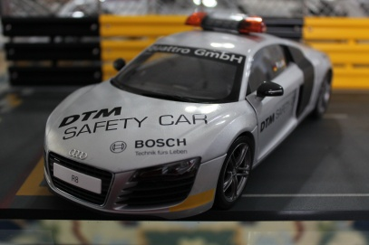 audi-r8-dtm-safety-car-2008-kyosho-1
