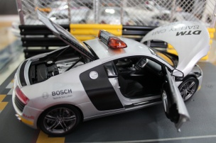 audi-r8-dtm-safety-car-2008-kyosho-10