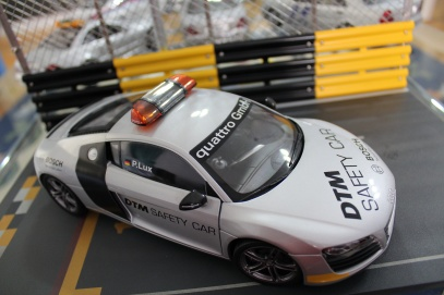 audi-r8-dtm-safety-car-2008-kyosho-13