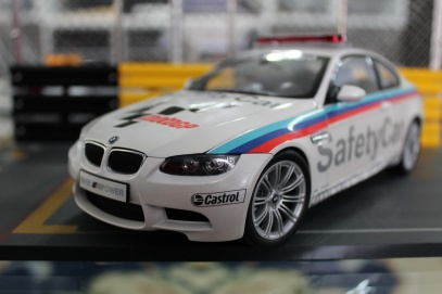 bmw-m3-coupe-moto-gp-safety-car-2008-kyosho-1