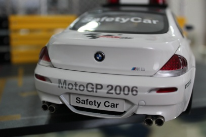 bmw-m6-moto-gp-safety-car-2006-kyosho-10