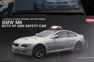 bmw-m6-moto-gp-safety-car-2006-kyosho-13