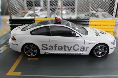 bmw-m6-moto-gp-safety-car-2006-kyosho-2