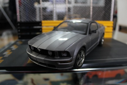 ford-mustang-gt-2004-auto-show-version-autoart-limited-3000-pcs-1