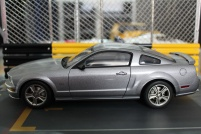 ford-mustang-gt-2004-auto-show-version-autoart-limited-3000-pcs-2