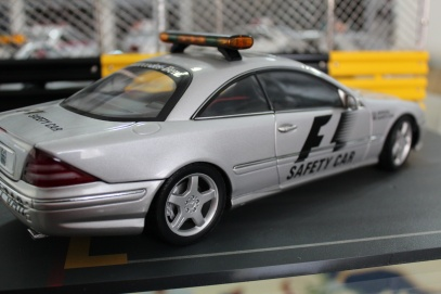 mercedes-cl55-amg-f1-safety-car-2000-autoart-12