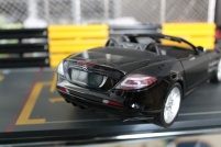 mercedes-slr-mclaren-roadster-minichamps-dealer-limited-edition-2
