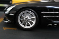 mercedes-slr-mclaren-roadster-minichamps-dealer-limited-edition-4