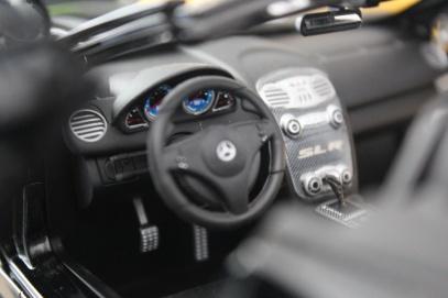 mercedes-slr-mclaren-roadster-minichamps-dealer-limited-edition-9