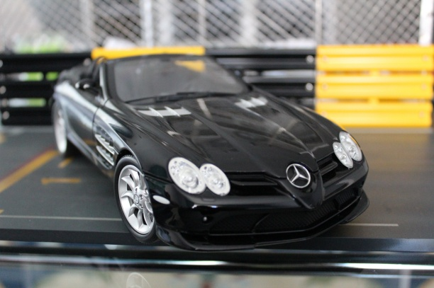 mercedes-slr-mclaren-roadster-minichamps-dealer-limited-edition